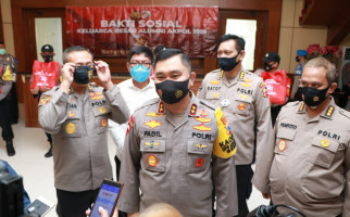 Irjen Fadil Imran Bagi 5.000 Paket Sembako untuk Warga Jatim - JPNN.com