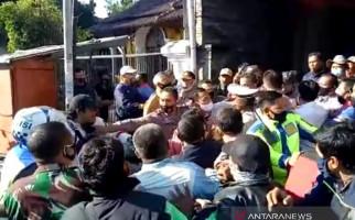 Duuuh, Perwira Polres Garut Ancam Akan Tembak Guru - JPNN.com