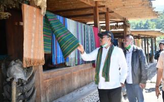 Kunjungi Kampung Bena di Ngada, Gus Jazil: Dunia Wisata Harus Memberi Kesejahteraan Pada Masyarakat - JPNN.com