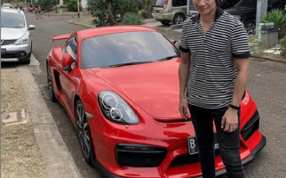 Anji Gagah di Depan Mobil Porsche, Warganet Merasa Terkecoh - JPNN.com