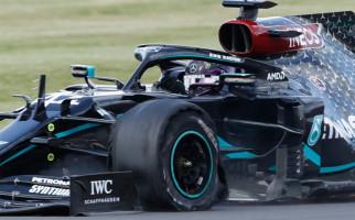 Dramatis, Lewis Hamilton Finis Pertama di GP Inggris dengan Ban Depan Pecah - JPNN.com