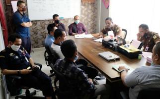 Bea Cukai Kualanamu Serahkan Tersangka Penyelundup Benih Lobster ke Kejaksaan - JPNN.com