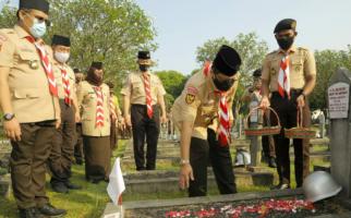 Jelang Hari Pramuka, Buwas Ziarah ke Taman Makam Pahlawan - JPNN.com