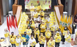 IIPG Bagikan Ribuan Paket Bendera Merah Putih untuk Warga DKI  - JPNN.com
