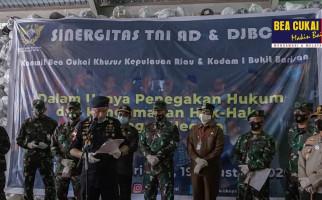 Bea Cukai Gandeng TNI, Gagalkan Penyelundupan Tekstil Senilai Rp 13,6 Miliar - JPNN.com