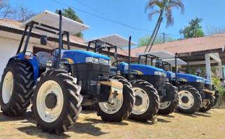 Bantu Petani di Perbatasan, Ansy Lema Datangkan Puluhan Alsintan untuk Tiga Kabupaten - JPNN.com