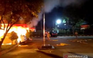Prada MI Jatuh di Tikungan, Ratusan Oknum TNI Menyerbu Polsek Ciracas - JPNN.com
