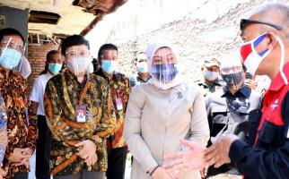 Menaker Cek Penerima BLT di Desa Sukadanu - JPNN.com