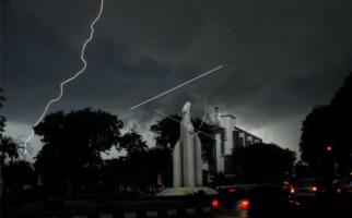 Waspada Hujan Lebat Disertai Petir dan Angin Kencang - JPNN.com