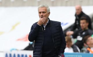 Reaksi Mourinho Kala Kemenangan Anak Asuhnya Nyaris Raib - JPNN.com