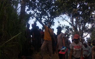 Warga Berkumpul di Dekat Pohon Alpukat, Geger, Ini Fotonya - JPNN.com