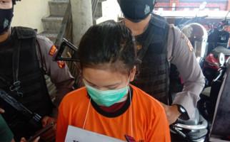 Dikawal 2 Polisi Bersenjata, Gadis Belia Penjual Sabu-Sabu Berkata.. - JPNN.com