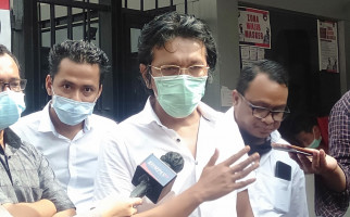 Agung Desak Adian Napitupulu Menghentikan Aksinya, Keras, Makin Panas - JPNN.com
