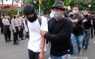 Sejumlah Pemuda Hendak Bikin Rusuh Demo di Surabaya, Benda yang Dibawa Mengejutkan - JPNN.com