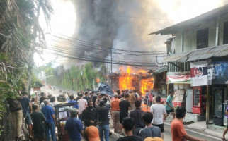 Kawasan Padat Penduduk di Simprug Gosong, Lahan Parkir Mal Senayan City Ikut Terbakar - JPNN.com