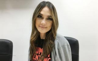 Pamer Cincin Berlian, Luna Maya Sudah Dilamar? - JPNN.com