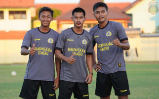 Berprestasi, Tiga Pesepak Bola Ini Dapat Reward jadi Polisi - JPNN.com