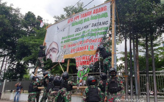 Pasukan TNI Bergerak Bersama 4 Panser Anoa ke Petamburan, Mencopot Baliho Habib Rizieq - JPNN.com