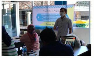 LPPM Unisba Gelar Pelatihan Aplikasi E-Commerce untuk Pedagang Kaki Lima  - JPNN.com