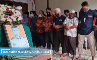 Tangis Istri Bripka Slamet Mulyono Membuat Penghuni Asrama Penasaran - JPNN.com
