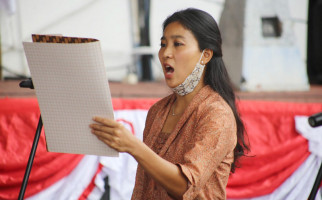 Olivia Zalianty Ajak Tokoh dan Seniman Baca Puisi - JPNN.com