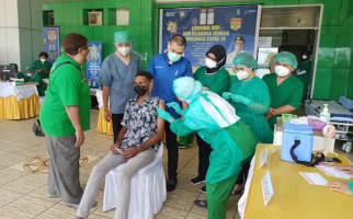 16 Tokoh di Papua Termasuk Pangdam Cenderawasih Disuntik Vaksin COVID-19 - JPNN.com