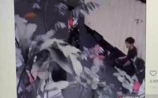 Petugas Satpol PP Kota Cimahi Pukul Sopir Truk - JPNN.com