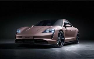 Porsche Taycan Listrik Bawa Fitur Baru, Sebegini Harganya - JPNN.com