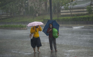 Ramalan Cuaca BMKG untuk Warga Jabodetabek, Khusus Wilayah ini Wajib Bawa Payung - JPNN.com