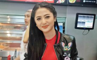 Dewi Perssik Pengin Duet Bareng Saipul Jamil, Begini Respons Suami - JPNN.com