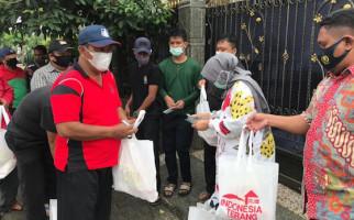 Dirut PT IRJ Rizayati Salurkan 10 Ribu Paket Sembako Kepada Warga Terdampak Banjir - JPNN.com