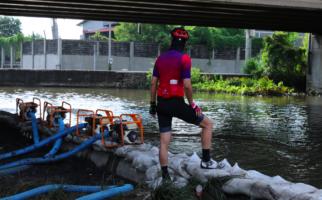 Hari Libur, Pak Ganjar Tetap Rutin Memeriksa Titik-Titik Rawan Banjir Jateng - JPNN.com