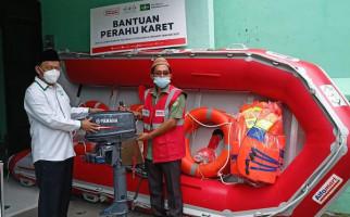 NU Care – Lazisnu Salurkan Bantuan Perahu Karet untuk Daerah Terdampak Banjir - JPNN.com
