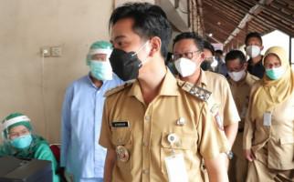 5 Berita Terpopuler: Gibran dan Menantu Jokowi Mulai Beraksi, Rocky Gerung Bereaksi Keras, Ada yang Datangi Paspampres - JPNN.com