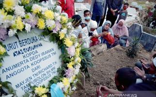 Gubernur Riau Beri Santunan untuk Keluarga Kopda Anumerta Dedi Irawan - JPNN.com