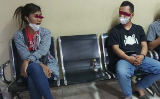 Sekar Lihat Suami Digelandang Bareng Selingkuhan, Matanya Berkaca-kaca - JPNN.com