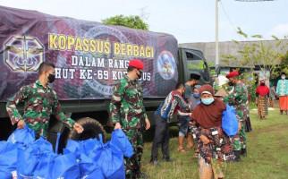 Top, Kopassus Bagikan 2.000 Paket Sembako untuk Warga Terdampak Pandemi Covid-19 - JPNN.com