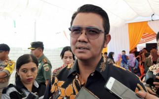 Bupati Bintan Menyerahkan Paspor ke Imigrasi Tanjungpinang, Ada Apa? - JPNN.com