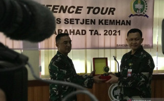 Gelar Tur Pertahanan, Kemenhan Ajak Jurnalis Sambangi Disjarah TNI AD dan PT Pindad - JPNN.com