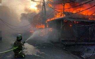 Kebakaran Hebat Melanda Pasar Lontar Tanah Abang, 174 Lapak Pedagang Hangus - JPNN.com