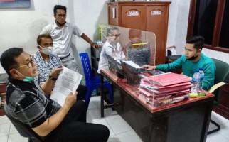 Malam Hari, Pemenang Pilkada ke Kantor Polisi, Melaporkan Eks Bupati - JPNN.com