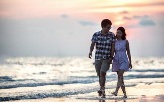 3 Manfaat Luar Biasa Sering Menggenggam Tangan Kekasih Anda - JPNN.com