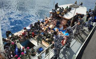 KRI Ahmad Yani-351 Distribusikan Bantuan untuk Korban Bencana di Sabu Raijua NTT - JPNN.com