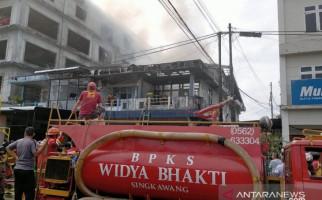 Pasutri Lansia Tewas Terpanggang dalam Kebakaran 3 Unit Ruko di Singkawang - JPNN.com