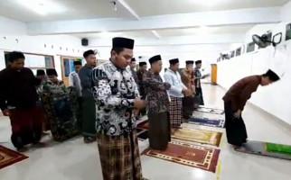 Di Sini Tarawih Super Kilat, 23 Rakaat Cuma 6 Menit - JPNN.com