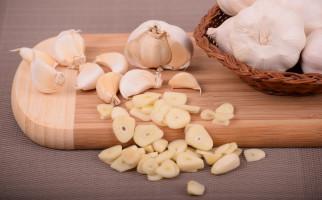 7 Bahaya Konsumsi Bawang Putih Berlebihan, Nomor 1 Bisa Sebabkan GERD - JPNN.com
