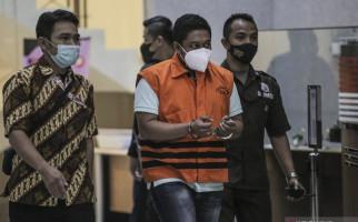 Lihat Itu Penyidik KPK Stepanus Robin Pattuju, Fokus ke Mata dan Tangannya - JPNN.com