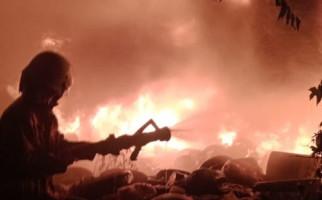 Sebuah Rumah di Palmerah Ludes Terbakar, 19 Unit Branwir Dikerahkan - JPNN.com