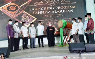 Malam Nuzululquran, Ade Yasin Membagikan Insentif Rp 1,7 Miliar untuk Hafiz - JPNN.com