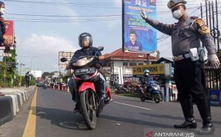 Ribuan Kendaraan Diputarbalikkan Arahnya dekat Bogor, Pengendara Gigit Ganji - JPNN.com